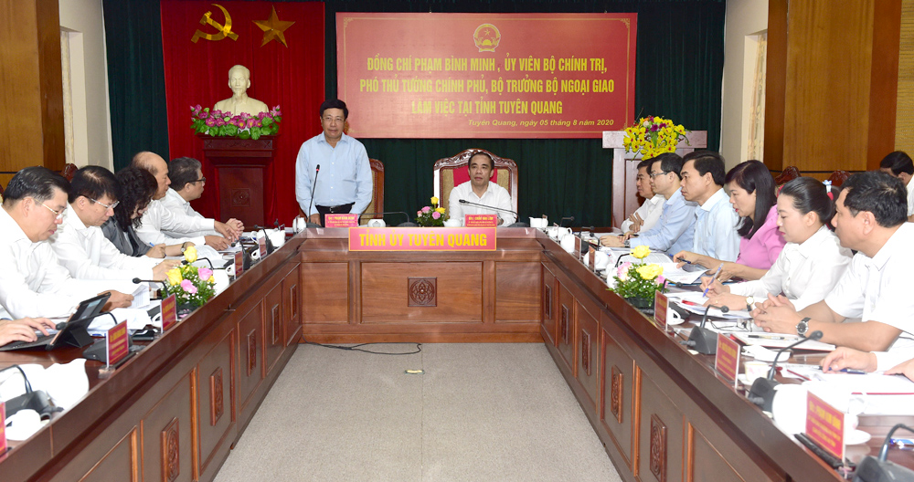 The mission of The Government of Vietnam visiting and meeting in Tuyen Quang Province